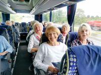 Bus: Froh gelaunt machte sich die Singgruppe auf nach Koblenz